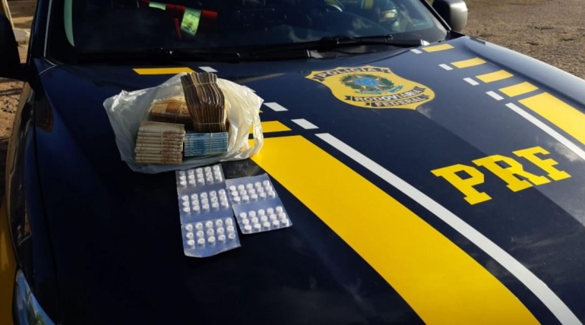 Operação Tamoio II: PRF detém na BR-235 dupla com anfetaminas e mais de R$ 100 mil (Foto: PRF/SE)