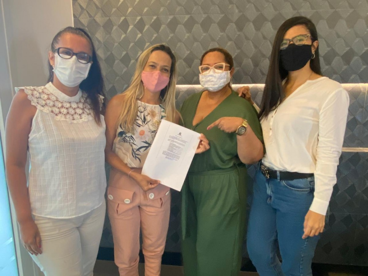 Sheyla Galba assina compromisso e coloca mandato à disposição do Mulheres do Brasil (Foto: Assessoria Sheyla Galba)