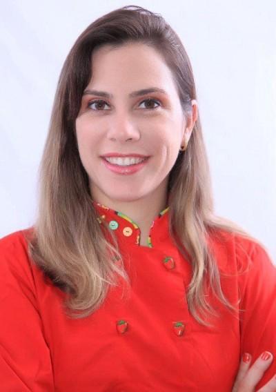 Isabelle Brito, coordenadora pedagógica do curso de Gastronomia e professora da disciplina Cozinha Regional Nordestina (Foto: Assessoria de Imprensa Unit)