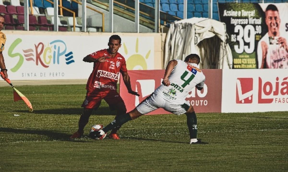Sergipe começou ganhando o jogo após lance do VAR indicar pênalti. (Foto: Ascom/ CS Sergipe)
