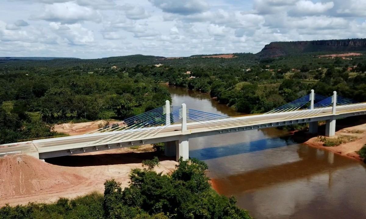 Bolsonaro inaugura ponte que aproxima 4 estados da Ferrovia Norte-Sul (Foto: Ricardo Botelho/ Minfra)