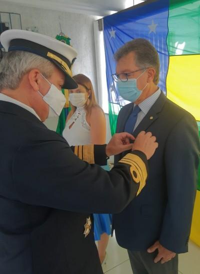 """Laércio Oliveira é homenageado com medalha """"Amigo da Marinha"""" (Foto: Site Laércio Oliveira)"""