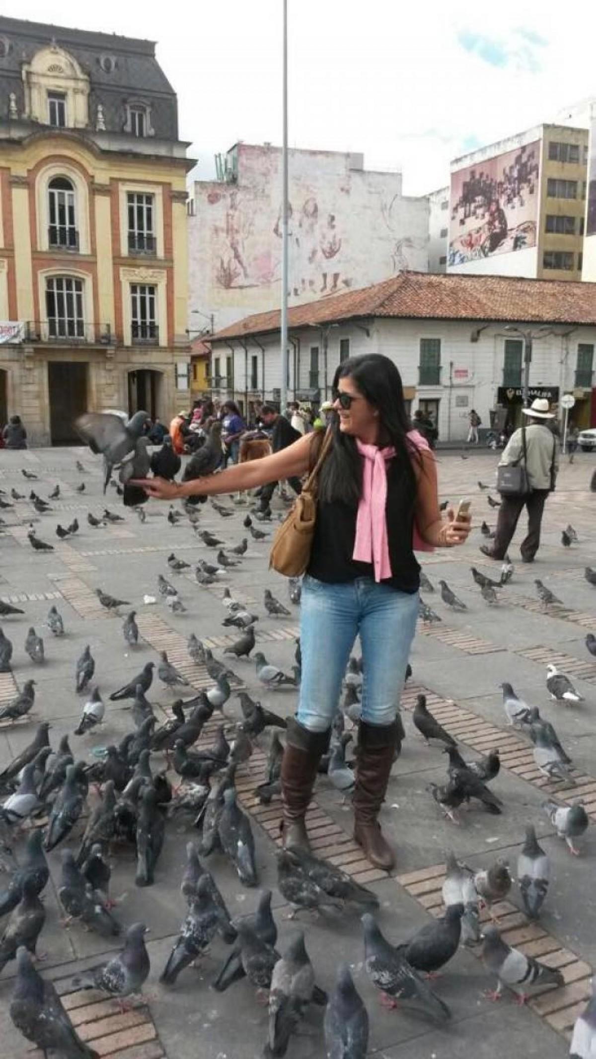 Na Praça Simon Bolivar os pombos ajudam a compor a foto (Foto: Carla Passos)
