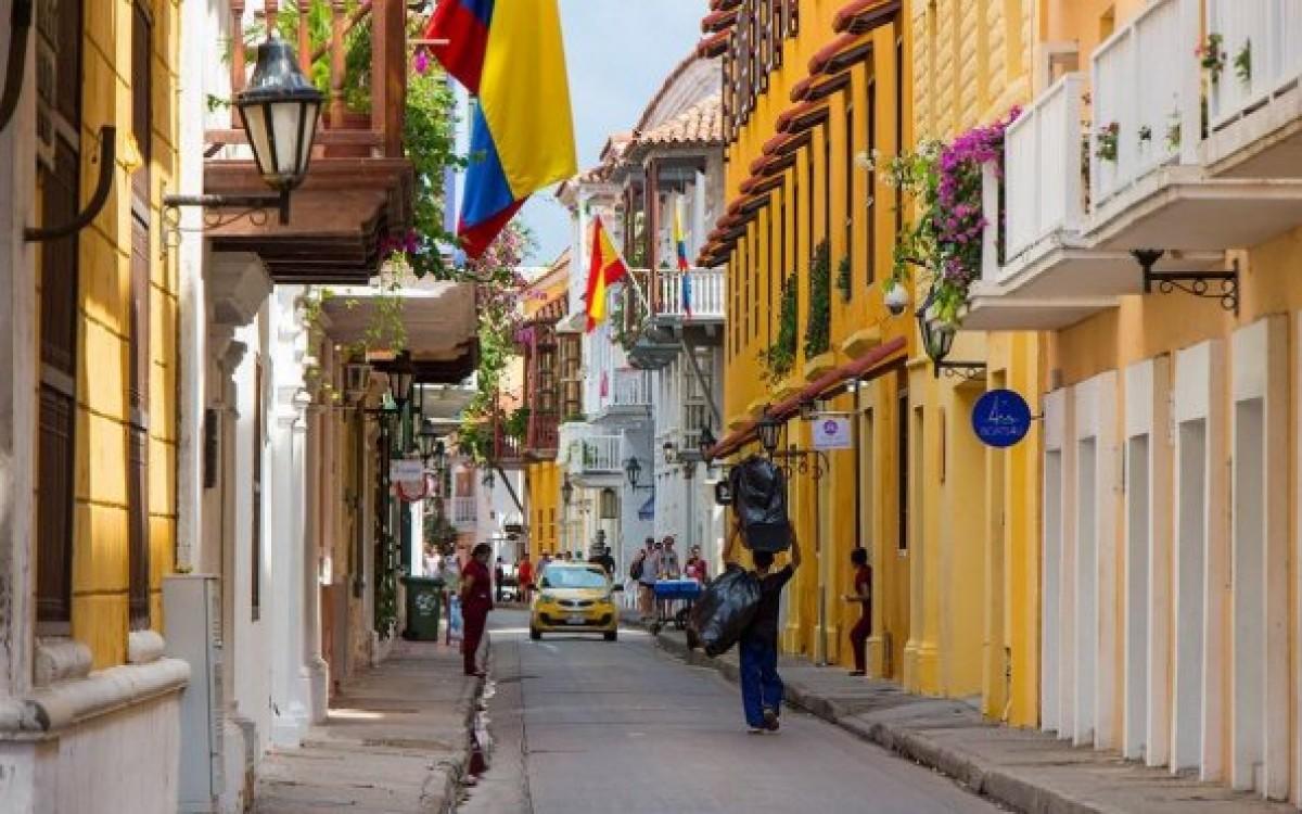 Cartagena é colorida e tropical, às margens do mar do Caribe (Foto: Carla Passos)