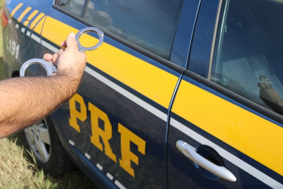 BR-101: PRF detém foragido da justiça em Malhada dos Bois/SE (Foto: PRF/SE)