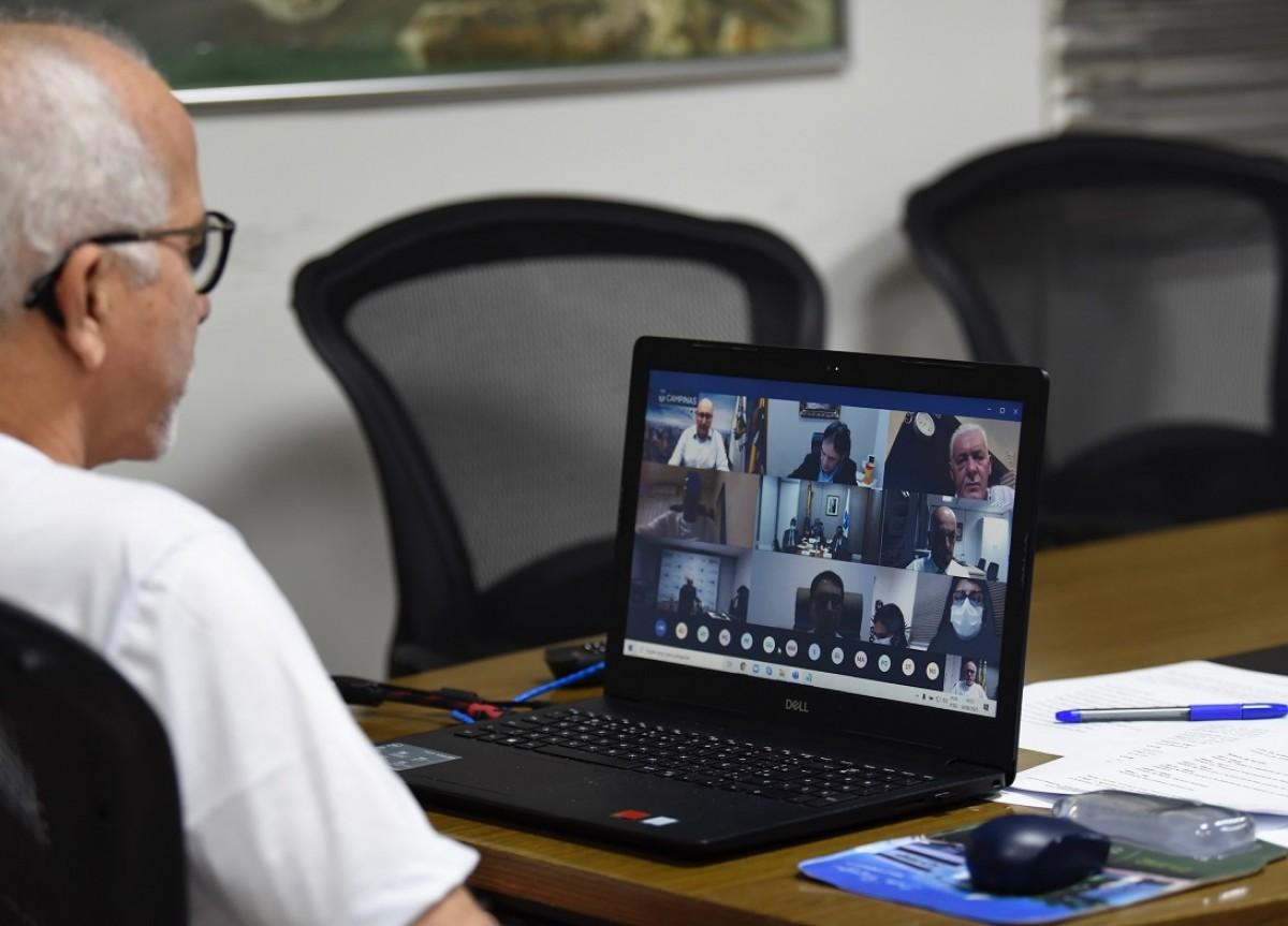 Em reunião com ministro da Saúde, Edvaldo defende protocolos mais rígidos em aeroportos para evitar chegada de novas cepas (Foto: Ana Lícia Menezes/ Prefeitura de Aracaju)