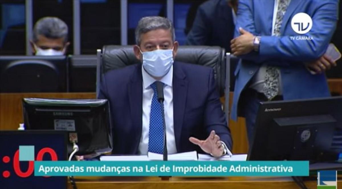 Câmara aprova proposta que revisa a Lei de Improbidade Administrativa (Imagem: Reprodução de vídeo/ YouTube/ Câmara dos Deputados)