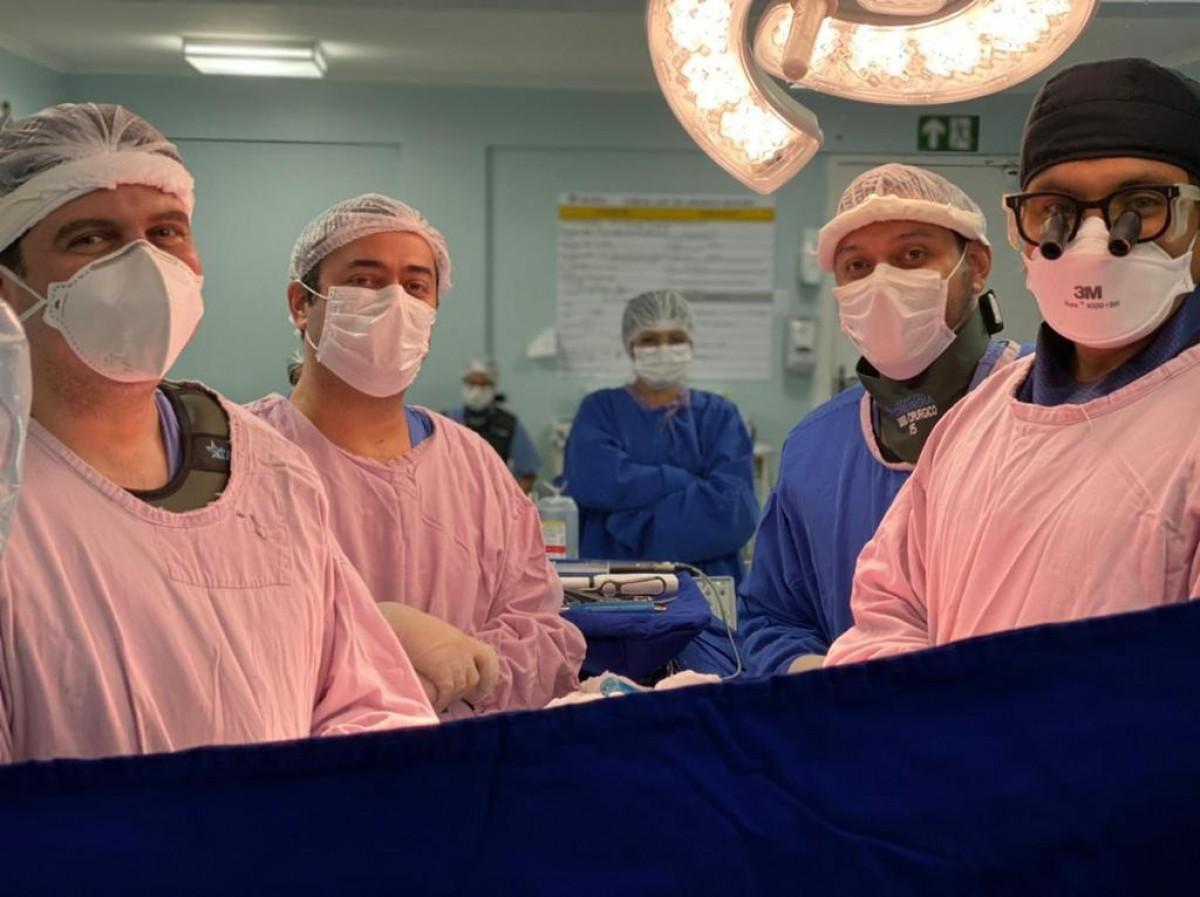 Unidade hospitalar realizou operação para correção de escoliose do adolescente (Foto: Hospital de Cirurgia)