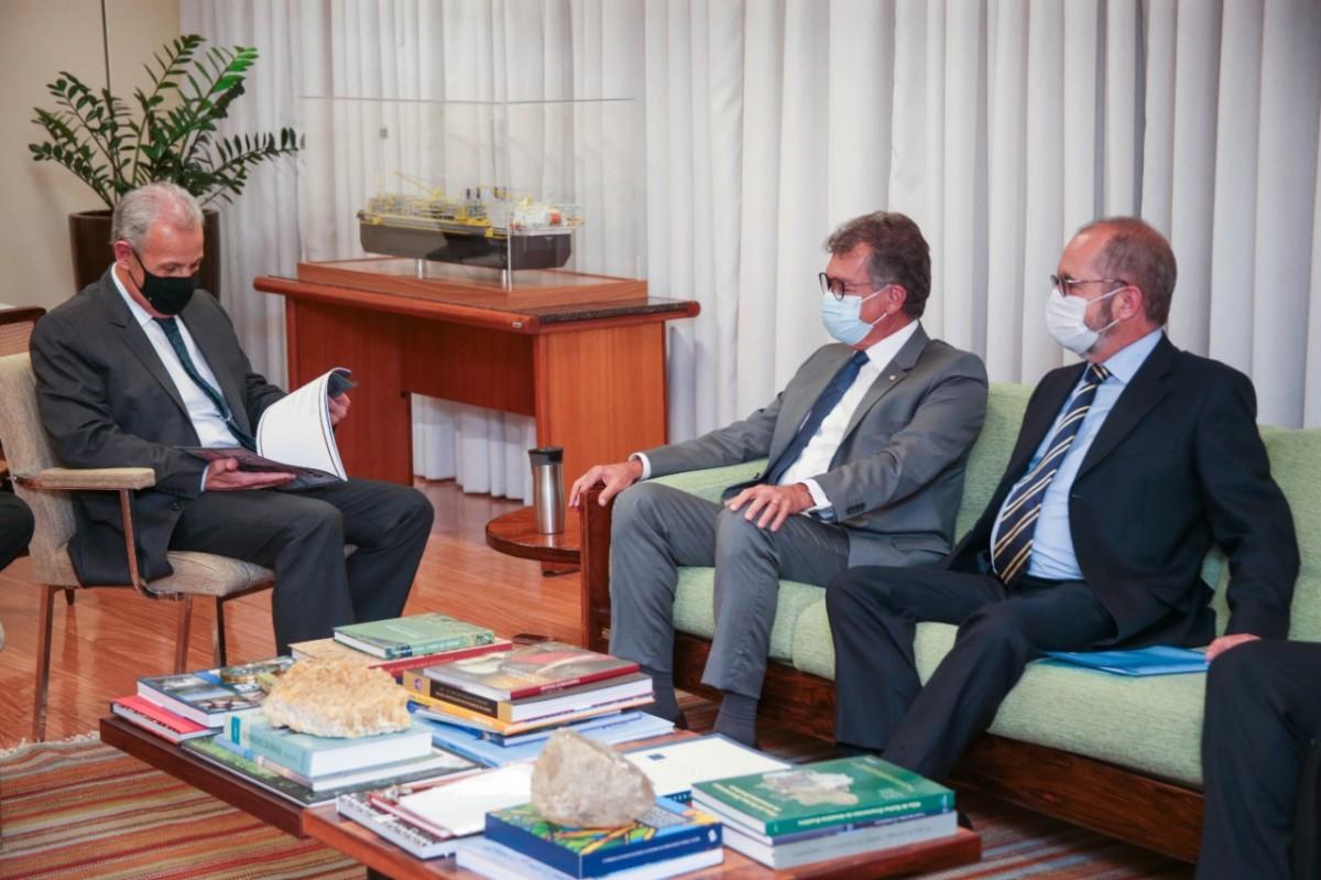 Laércio Oliveira fala com ministro sobre desenvolvimento do polo de fertilizantes de Sergipe (Foto: Assessoria Laércio Oliveira)