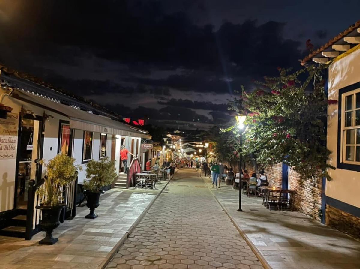 À noite, a rua do Lazer no centro histórico vira lugar de badalação (Foto: Carla Passos)