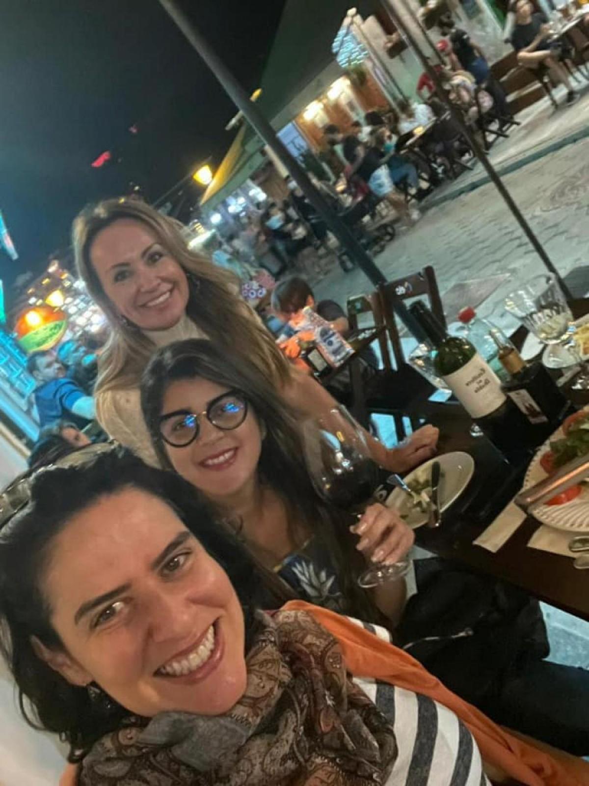 A maior parte dos bares e restaurantes estão localizados na Rua do Lazer (Foto: Carla Passos)