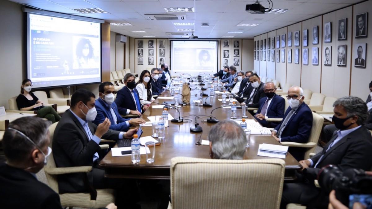Em reunião com ministro da Economia, prefeito Edvaldo alerta para crise do transporte público (Foto: Edu Andrade/ Ascom ME)