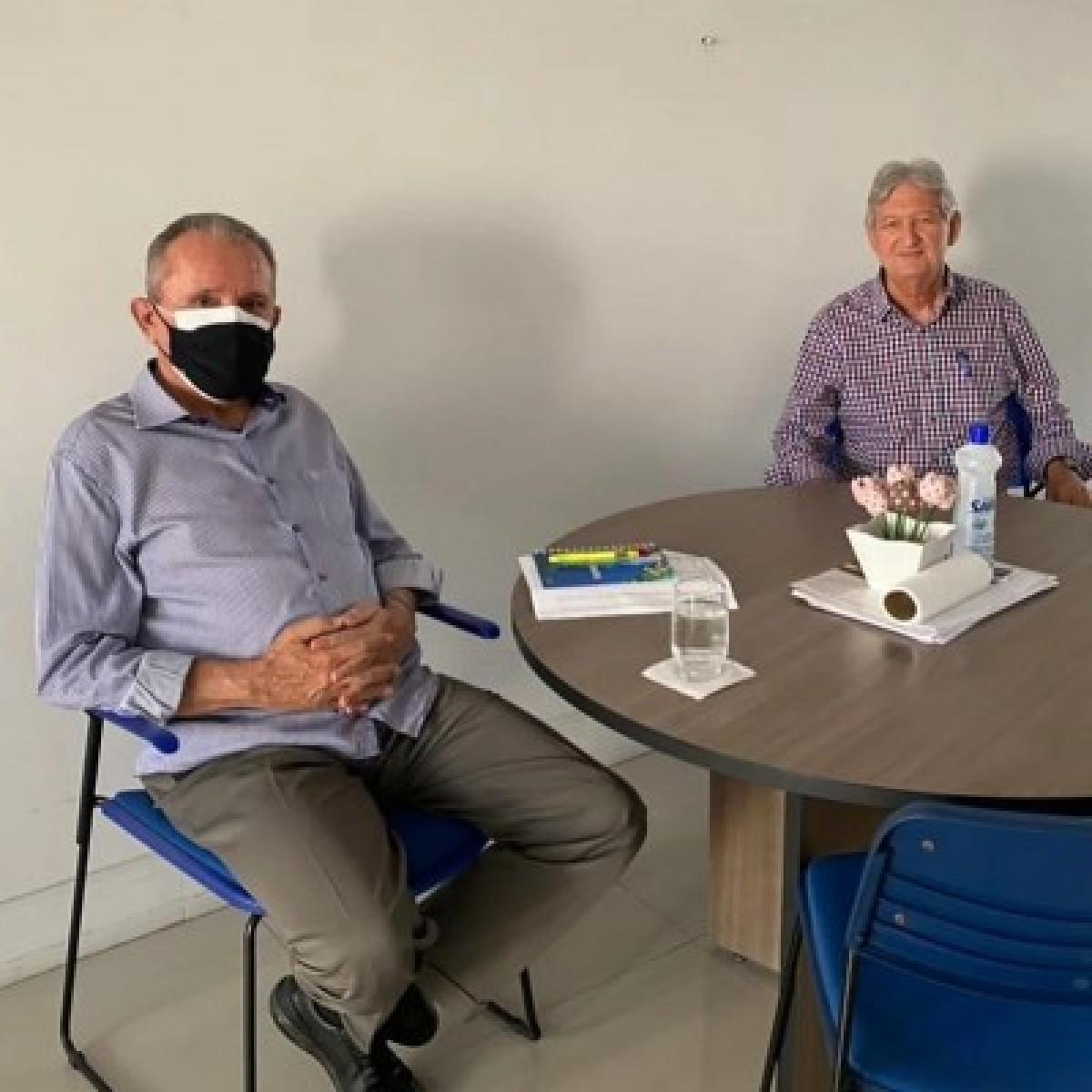 José Carlos Machado convida Jorge Alberto a ingressar no DEM (Foto: Assessoria José Carlos Machado)