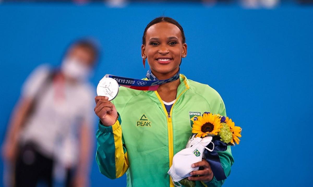Rebeca Andrade fatura prata, 1ª medalha na ginástica feminina do país (Foto: Jonne Roriz/ COB)