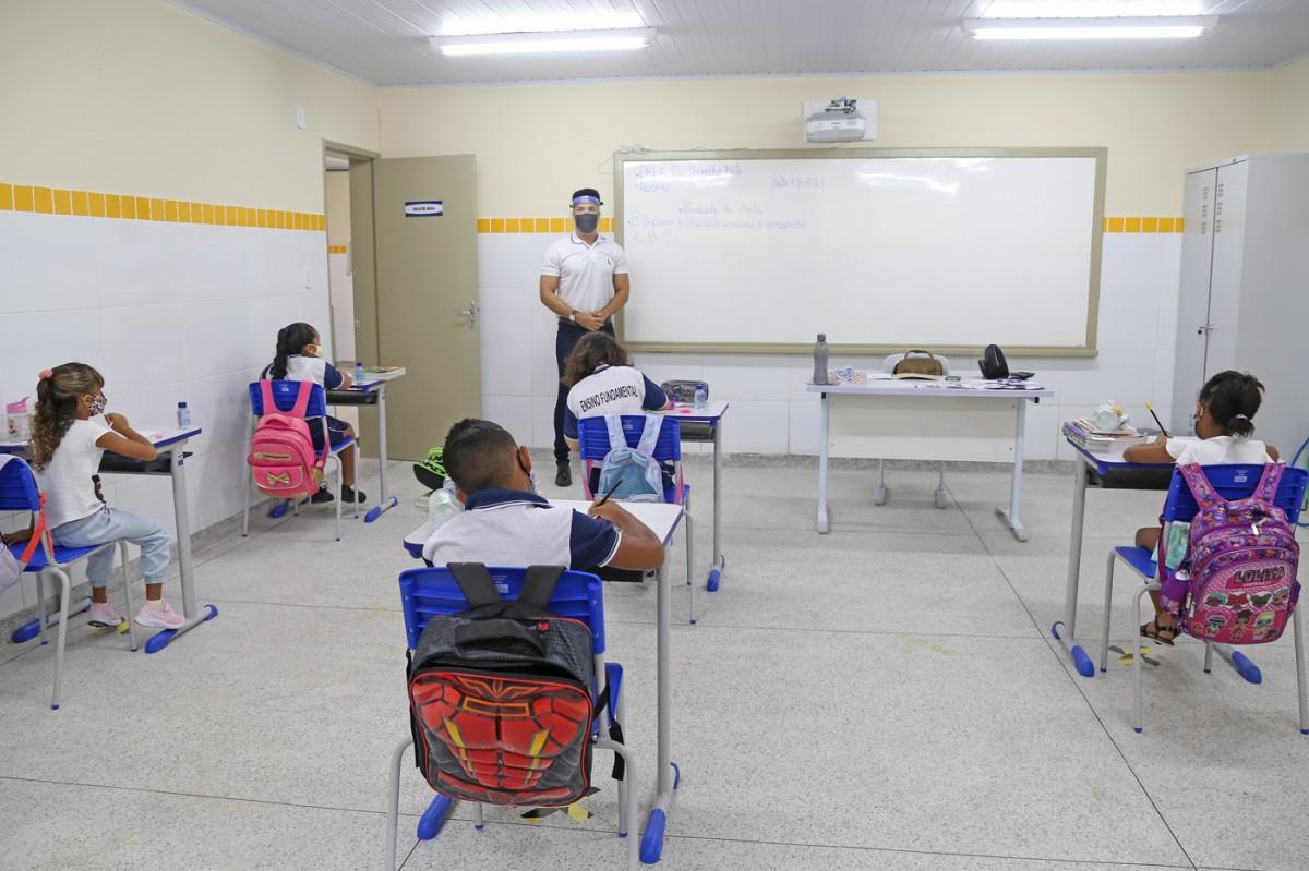 Escolas municipais de Aracaju retomam aulas presenciais com ensino híbrido (Foto: Marcelle Cristinne/ Prefeitura de Aracaju)