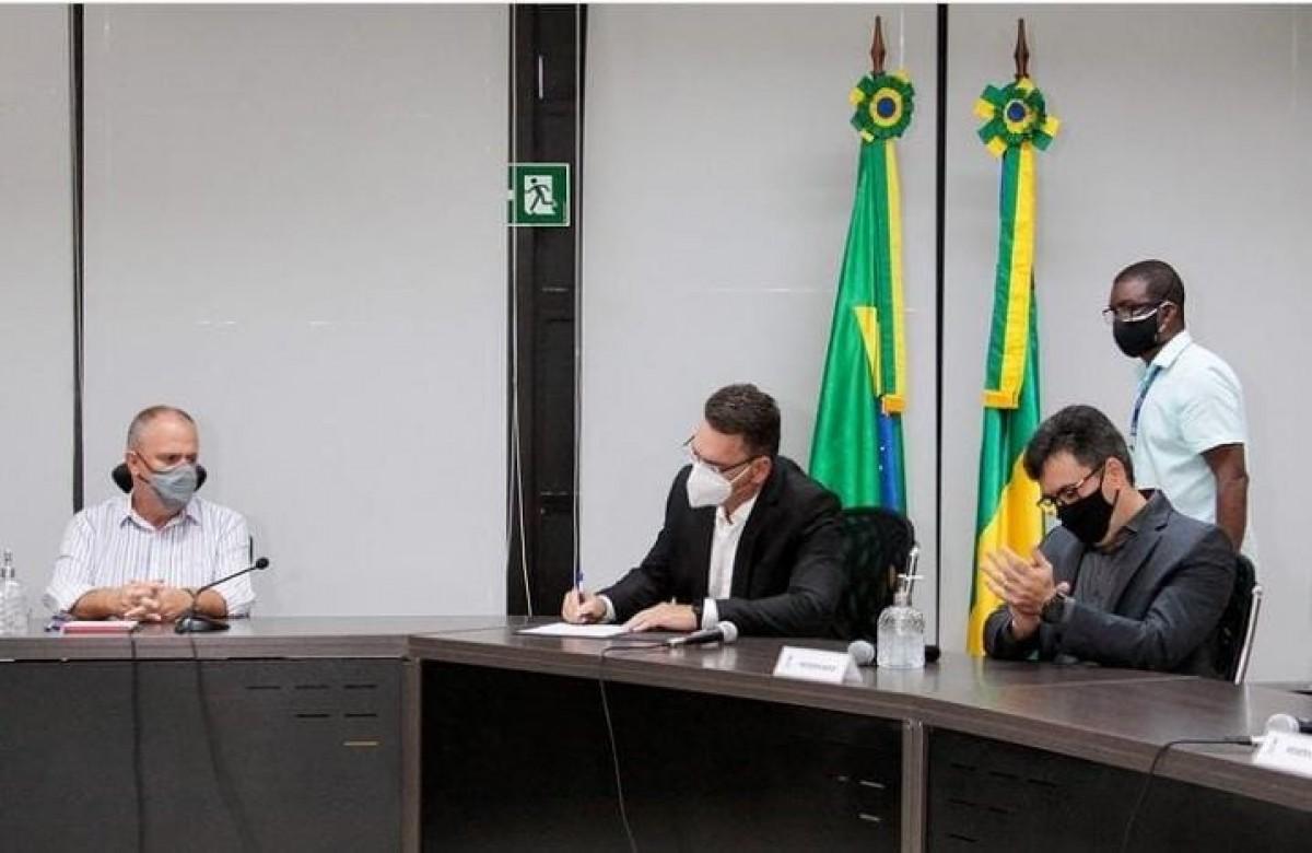 Governador de Sergipe empossa novo secretário de Administração (Foto Mário Sousa/ Agência do Governo)