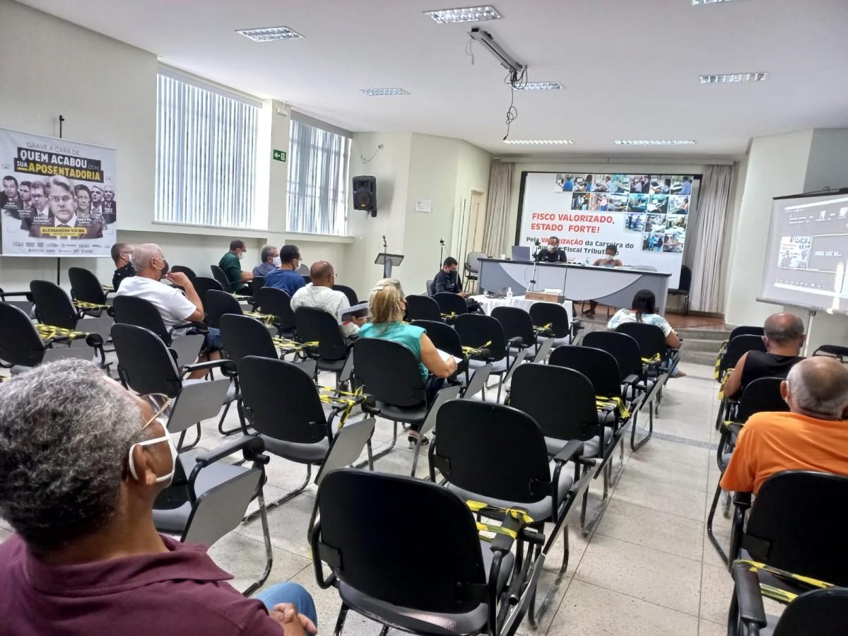 A decisão contou com mais de 90% dos votos no auditório e na sala virtual (Foto: Sindifisco)