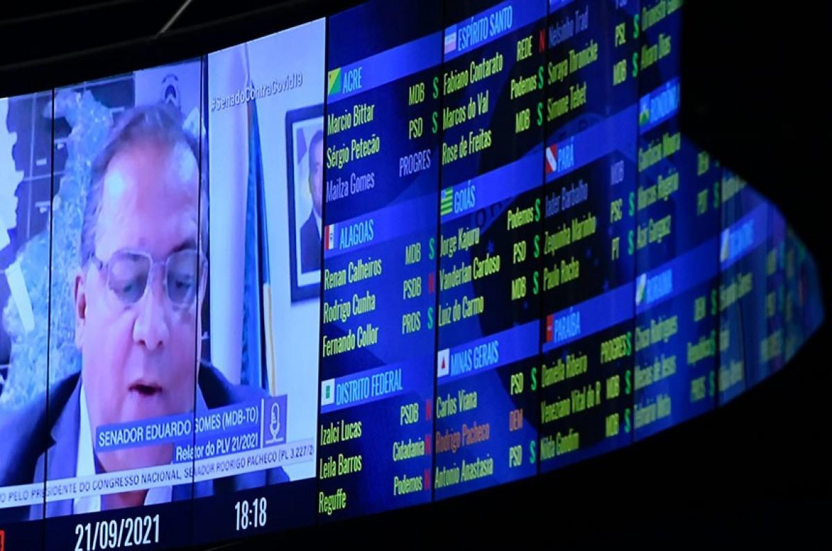 O relator, senador Eduardo Gomes, rejeitou 36 emendas apresentadas ao texto. Em Plenário, quatro requerimentos de destaque para votação de emendas foram retirados pelos autores (Foto: Jefferson Rudy/ Agência Senado)