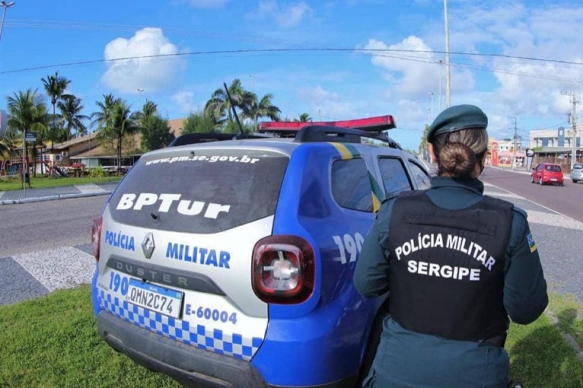 PM prende casal suspeito de arrombar e furtar residência no Bairro Atalaia (Foto: PM/SE)