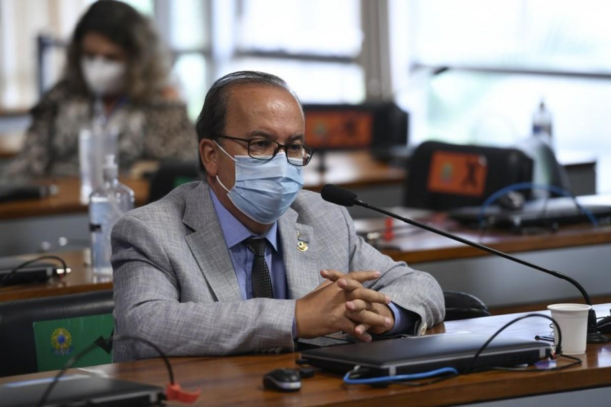 O relator, senador Jorginho Mello, reforça o entendimento, em seu relatório, de que que a legislação brasileira é omissa em relação à proibição de apostas de brasileiros em sítios eletrônicos no exterior (Foto: Edilson Rodrigues/ Agência Senado)