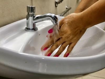 Banho é importante para higiene da pele e controle da covid-19, alerta especialista (Foto: Ascom SMS Aracaju)