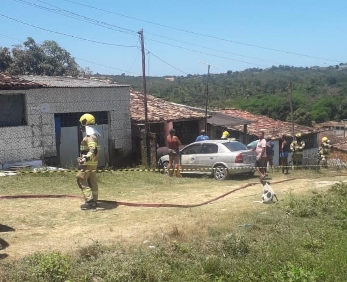 Idosa de 91 anos morre carbonizada após incêndio em residência (Goto: Grupo WhatsApp/ JNS News)